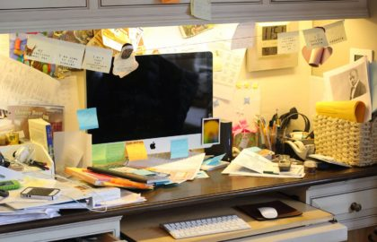 messy-desk-2